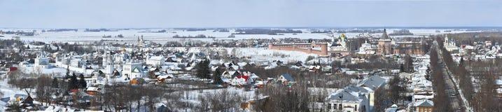 Vinterpanorama av Suzdal, Vladimir region, Ryssland arkivbilder