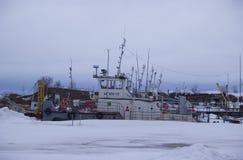 Vinterparkering av flodfartyg arkivbild