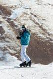 Vintersäsongfolk och landskapskidåkning Royaltyfri Bild