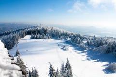 Vintersikt av bergen arkivfoto