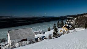 Vintersikt av Blanchette House på en ljus och solig dag arkivfoto