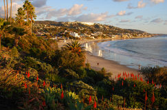 Vintersikt av den huvudsakliga stranden av Laguna Beach, Cal Royaltyfri Fotografi