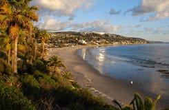 Vintersikt av den huvudsakliga stranden av Laguna Beach, Kalifornien Royaltyfri Bild