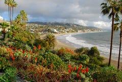 Vintersikt av den huvudsakliga stranden av Laguna Beach, Kalifornien Arkivbilder