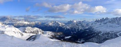 Vintersikt av Dolomites Royaltyfri Bild