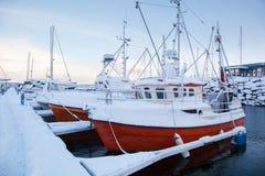Vintersikt av en marina i Trondheim Royaltyfri Bild