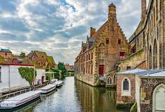 Vintersikt av St John & x27; s-sjukhus, Bruges & x28; Brugge& x29; , Belgien Royaltyfri Fotografi