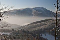 Vintersikt till den Smrk kullen från Butoranka Royaltyfria Bilder