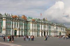 Vinterslott och slottfyrkant i St-Petersburg Arkivbilder