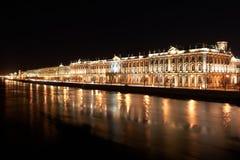 Vinterslotten, natt beskådar av St Petersburg Royaltyfria Bilder