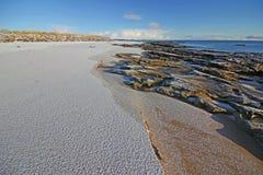 Vintersnö på den Dornoch stranden royaltyfria foton