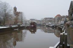 Vintersnö på stadskanalen Zwolle arkivfoton