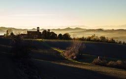 Vintersolnedgång i de Monferrato kullarna Piedmont Italien arkivbilder
