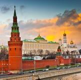 Vintersolnedgång i Moskva, Ryssland Arkivfoton