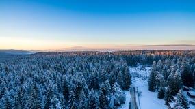 Vintersolnedgång - sikt över Arkivfoto
