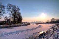Vintersolnedgångflod arkivbilder