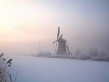 Vintersoluppgång i Holland Arkivbilder