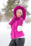 Vinterstående av den sexiga flickan Royaltyfria Foton