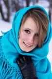 Vinterstående av den unga le kvinnan Fotografering för Bildbyråer