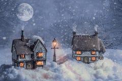 Vinterstugor i snö Arkivfoton