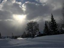 Vintertid med en underbar himmel royaltyfri foto