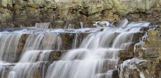 Vintertidvattenfall arkivfoton