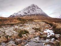 Vintertrek Buachaille Etive Mor i Glencoe, t honom högländer av Skottland arkivfoton