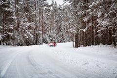 Vinterväg i morgonen efter snöfall royaltyfria bilder