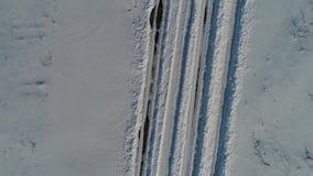 Vinterväg som ses från ovannämnt, surrsikt lager videofilmer