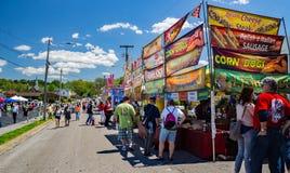 Vinton山茱萸节日的食品厂家 免版税库存图片