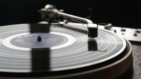 Vinyl, das sich oben auf eine Drehscheibe, Abschluss dreht stock footage