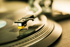Vinyl disc on record player Royalty Free Stock Images
