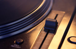 Vinyl disc on retro turntable Royalty Free Stock Photography