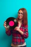 vinyl för flickaholdingregister Fotografering för Bildbyråer