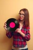 vinyl för flickaholdingregister Royaltyfria Foton
