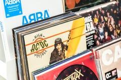 Vinylaufzeichnungen im Speicher für Verkauf Stockfotos