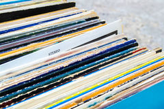 Vinylrekord i askcloseup Stereo- tecken Arkivbild