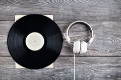 Vinylrekord och hörlurar Fotografering för Bildbyråer