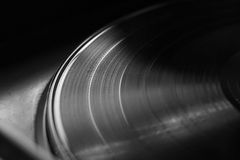 Vinylrekord på en skivtallrik Minne och nostalgi Arkivfoton