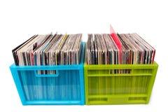 Vinylsätze in den Plastikkästen getrennt auf Weiß Lizenzfreies Stockbild