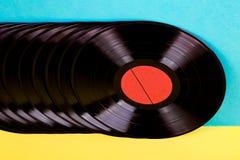 Vinylschijven op achtergrond royalty-vrije stock afbeelding