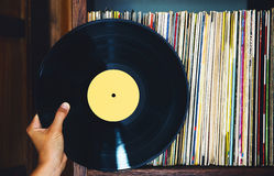 Vinylverslag en een inzameling van albums stock foto's