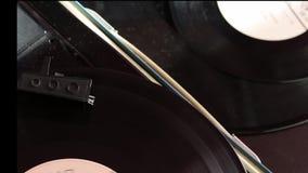 Vinylverslagrotaties op de speler stock videobeelden