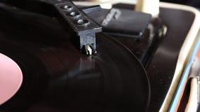 Vinylverslagrotaties op de speler stock video