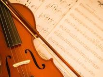 Violín con la nota de la música Imagenes de archivo