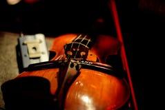 Violín en concierto del café Imagen de archivo libre de regalías