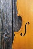 Violín en el fondo de madera Fotografía de archivo libre de regalías