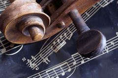 Violín y hoja de música fotos de archivo libres de regalías