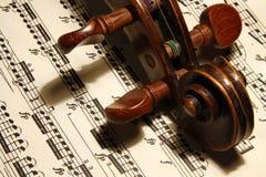 Violín y notas musicales Fotografía de archivo libre de regalías