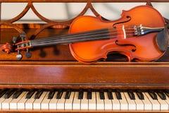 Violín y piano Foto de archivo